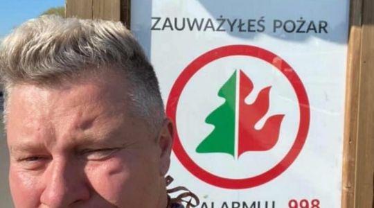 Biebrzański Park Narodowy płonie. Wokalista disco polo ruszył  na pomoc strażakom