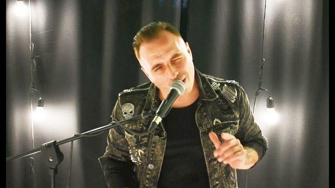 Paweł Dudek nagrał akustyczny utwór Zbudujemy Most, który jest kolejną piosenką nagraną pod prawdzuwym imieniem i nazwiskiem wokalisty