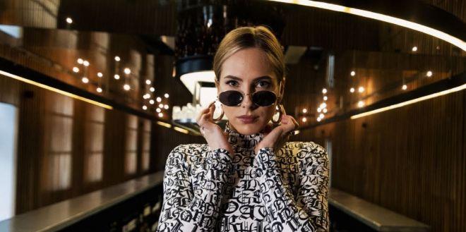 Klaudia Szafrańska z duetu XXANAXX nagrała krótki utwór Intro, który zapowiada jej pierwszy solowy album